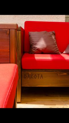 dettaglio divano esterno in legno - Berbenno di Valtellina