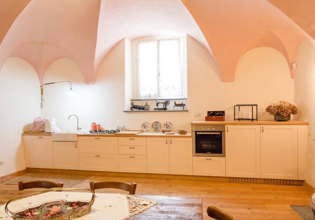 cucina stile rustico su misura laccata- Berbenno di Valtellina