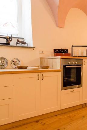 dettaglio cucina stile rustico su misura laccata - Berbenno di Valtellina