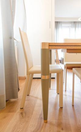 tavolo in radica con gambe laccate e inserti in ottone - Sondrio