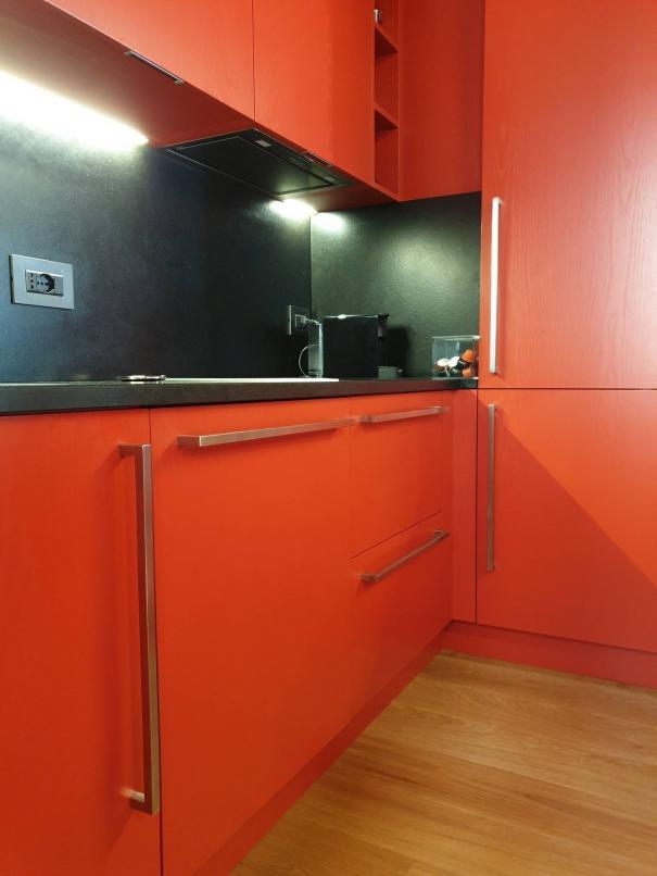 cucina in rovere laccato e top in marmo nero - Sondrio