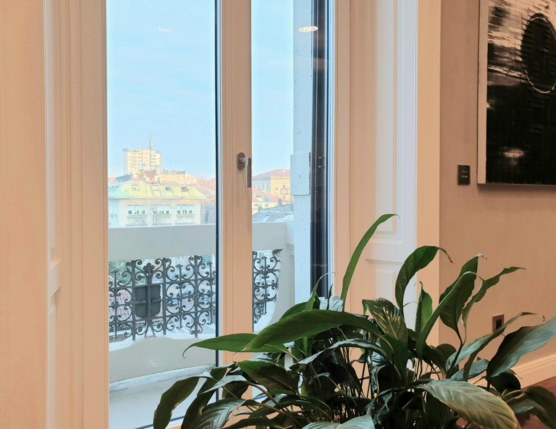 dettaglio finestra plus 78 modello centro storico  e imbotti - Milano
