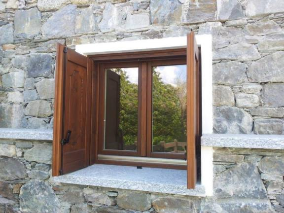 finestra basic 68 mm e antoni baita - Briotti